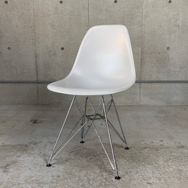 Eames Plastic Side Chair / DSR