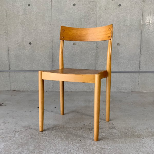 Stacking Chair<img class='new_mark_img2' src='https://img.shop-pro.jp/img/new/icons5.gif' style='border:none;display:inline;margin:0px;padding:0px;width:auto;' />