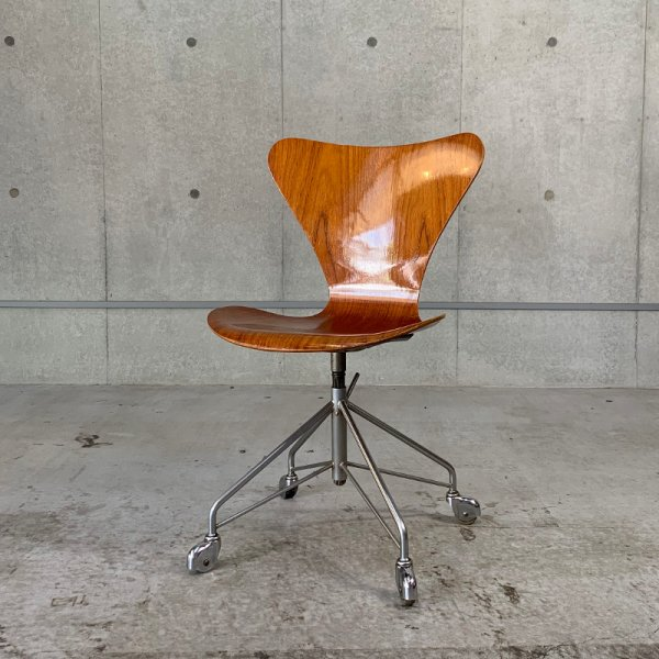 Seven Chair / Caster Base
