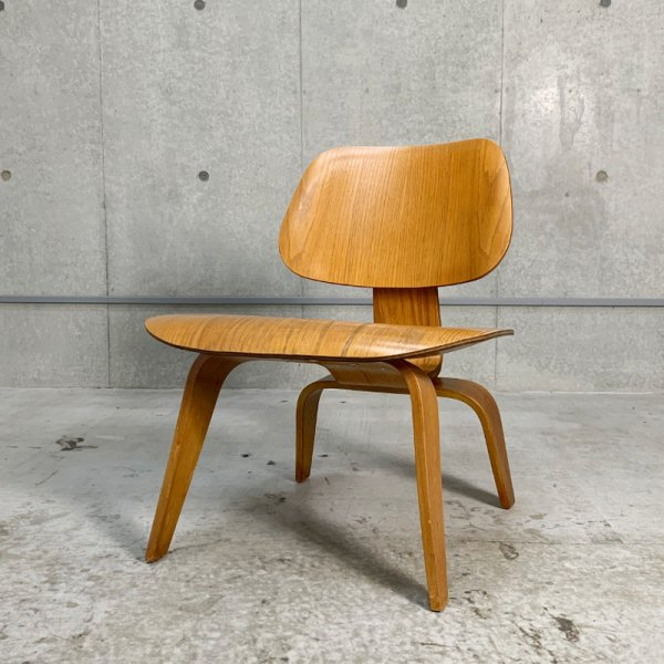 LCW(Lounge Chair Wood Legs)/ 1st Model