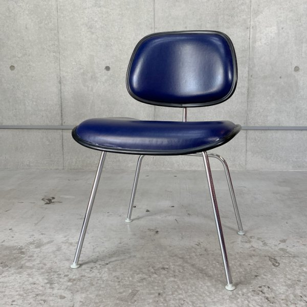 Two Piece Plastic Chair<img class='new_mark_img2' src='https://img.shop-pro.jp/img/new/icons47.gif' style='border:none;display:inline;margin:0px;padding:0px;width:auto;' />