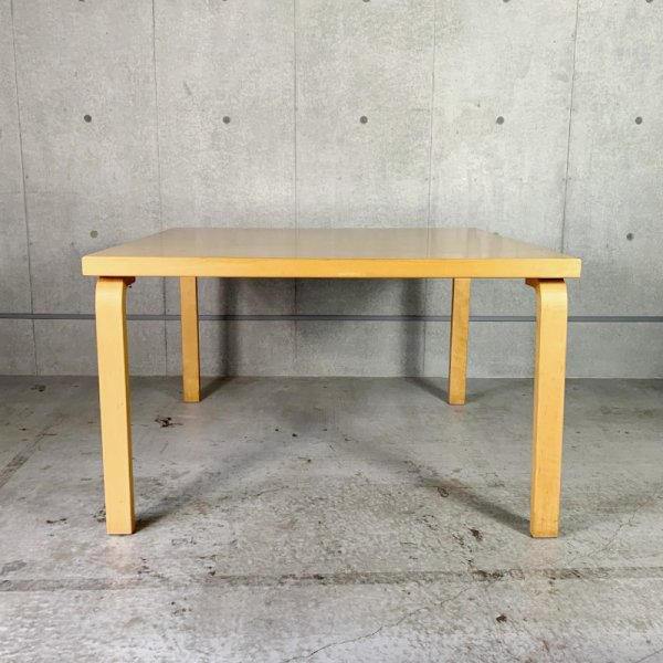 Alvar Aalto Dining Table<img class='new_mark_img2' src='https://img.shop-pro.jp/img/new/icons22.gif' style='border:none;display:inline;margin:0px;padding:0px;width:auto;' />