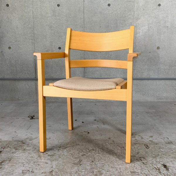 GE882 Arm Chair / Hans J. Wegner