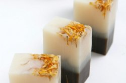 爽やかなハーブの香り、さっぱり洗ってしっかり潤うema/Bloom&berryナチュラルアロマソープ
