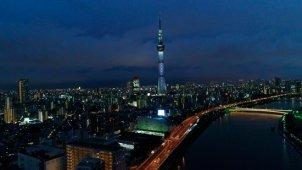 東京スカイツリー夜景空撮 ティルトアップ