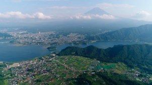 山の尾根から河口湖・富士山ティルトアップ