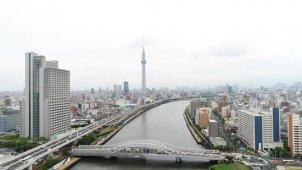 東京スカイツリー全景と隅田川