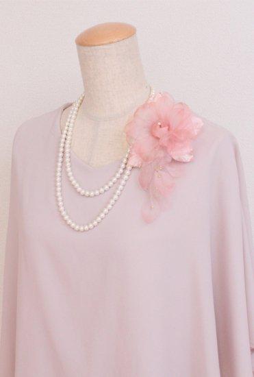 ピンク 花びら 下がりつき シルク コサージュ 正絹 ケース付き【画像3】