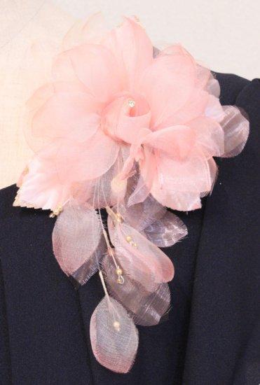 ピンク 花びら 下がりつき シルク コサージュ 正絹 ケース付き【画像4】