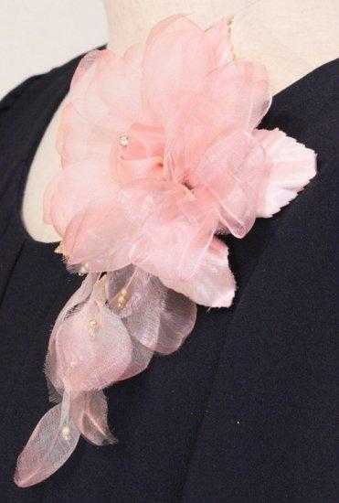 ピンク 花びら 下がりつき シルク コサージュ 正絹 ケース付き【画像5】