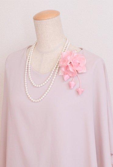ピンク 小さい バラ 三輪 蕾 下がりつき コサージュ ケース付き【画像3】