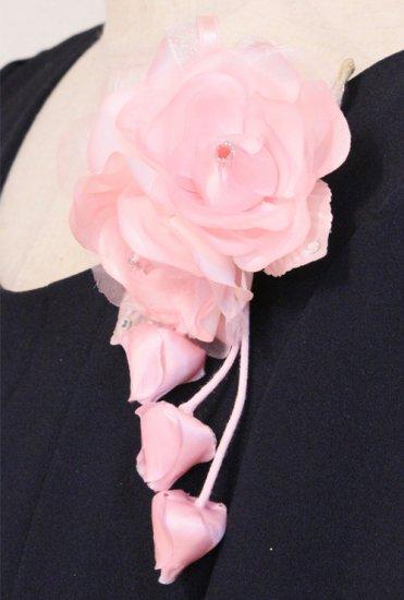 ピンク 小さい バラ 三輪 蕾 下がりつき コサージュ ケース付き【画像6】