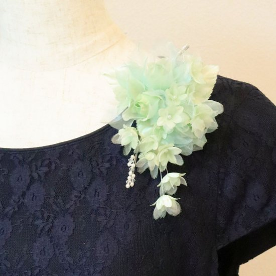 グリーン 緑 バラ 小花 パール コサージュ ケース付き