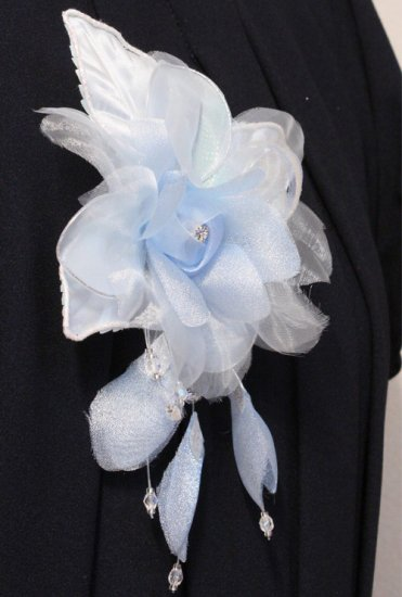 ブルー 水色 バラ 花びら 下がり付き コサージュ ケース付き【画像7】