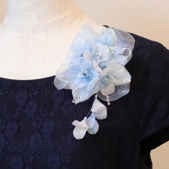 ブルー 水色 ラインストーン 花びら 下がり付き コサージュ ケース付き