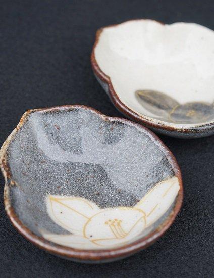 [蔵珍窯]ねずみ志野白椿 ひさご皿