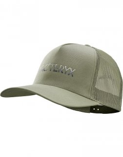 <img class='new_mark_img1' src='https://img.shop-pro.jp/img/new/icons1.gif' style='border:none;display:inline;margin:0px;padding:0px;width:auto;' />HEADWEAR Polychrome Curved Brim Trucker