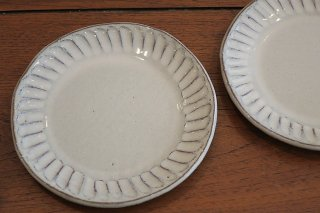 白釉彫銘々皿(信楽焼)
