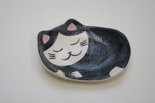 眠り猫(白黒)楽小皿(楽入窯・京都)