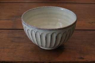 白釉彫飯碗(信楽焼)