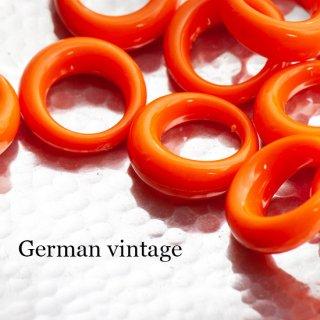 ドイツヴィンテージビーズ 1つ穴リング オレンジ 2個  アクリルビーズ  ルーサイト フープ