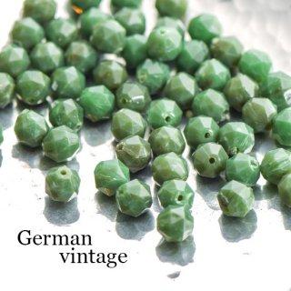 ドイツヴィンテージビーズ 多角形8ミリ 緑 20個  アクリルビーズ  ルーサイトビーズ
