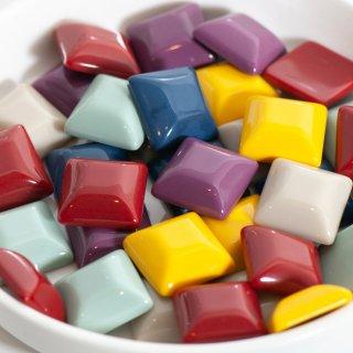 ソリッドカラーのスクエアカボション 台形 6色12個 貼り付けパーツ