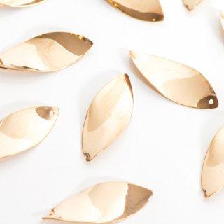 銅製ひねりリーフチャーム 6個 ゴールド メタルパーツ 花びら 葉っぱ