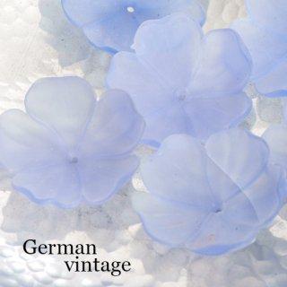 大きなお花のドイツヴィンテージビーズ ライトブルー 2個  アクリルビーズ  フラワー ルーサイトビーズ