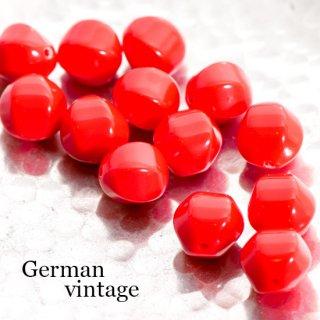 ドイツヴィンテージビーズ 不規則 12mm 赤 4個  アクリルビーズ  ルーサイトビーズ
