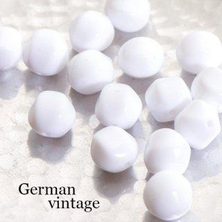 ドイツヴィンテージビーズ 不規則 12mm 白 4個  アクリルビーズ  ルーサイトビーズ