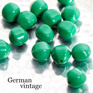 ドイツヴィンテージビーズ 不規則 12mm 緑 4個  アクリルビーズ  ルーサイトビーズ