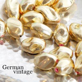 【B品含む】ドイツヴィンテージビーズ 変形オーバル ゴールド 2個  アクリルビーズ  ルーサイトビーズ ツイスト