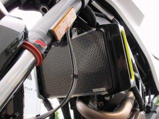 【HUSQVARNA】VITPILEN/SVARTPILEN 250-401 用ラジエターコアプロテクター ブラック (ハスクバーナ)