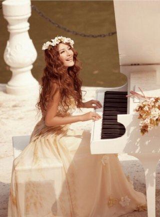 トレーンフラワードレス*オフホワイト/ 演奏会 ラミューズドレス通販