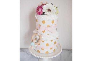 出産祝いや、ベビーシャワーパーティーに最適な「紙おむつケーキ」