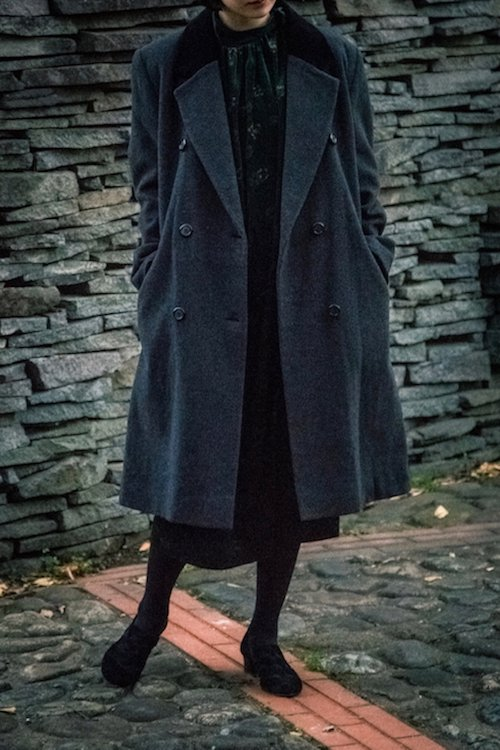Wide silhouette mid-long coat