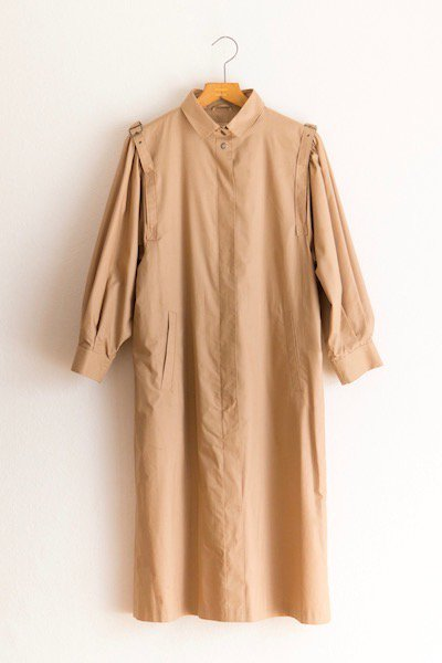 Ovoid sleeve coat