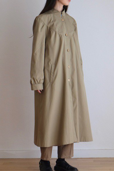 Retro beige stand collar coat