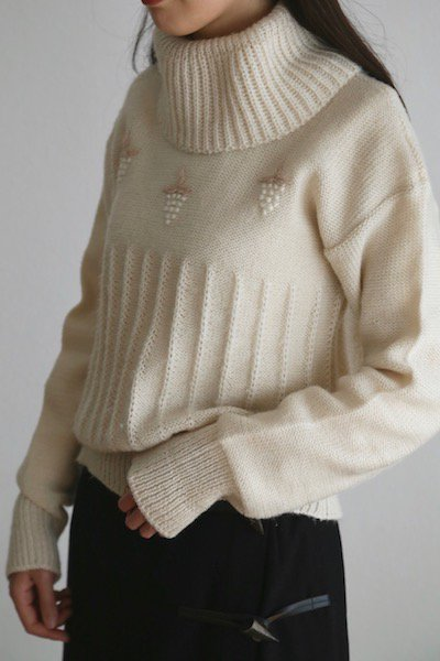 Pom pom grapes sweater