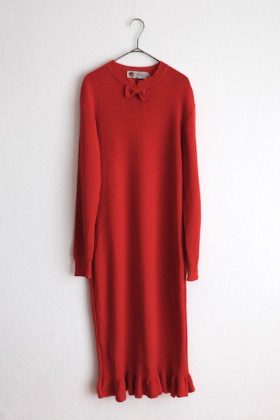 Paprika red knitted dress with a little ribbon