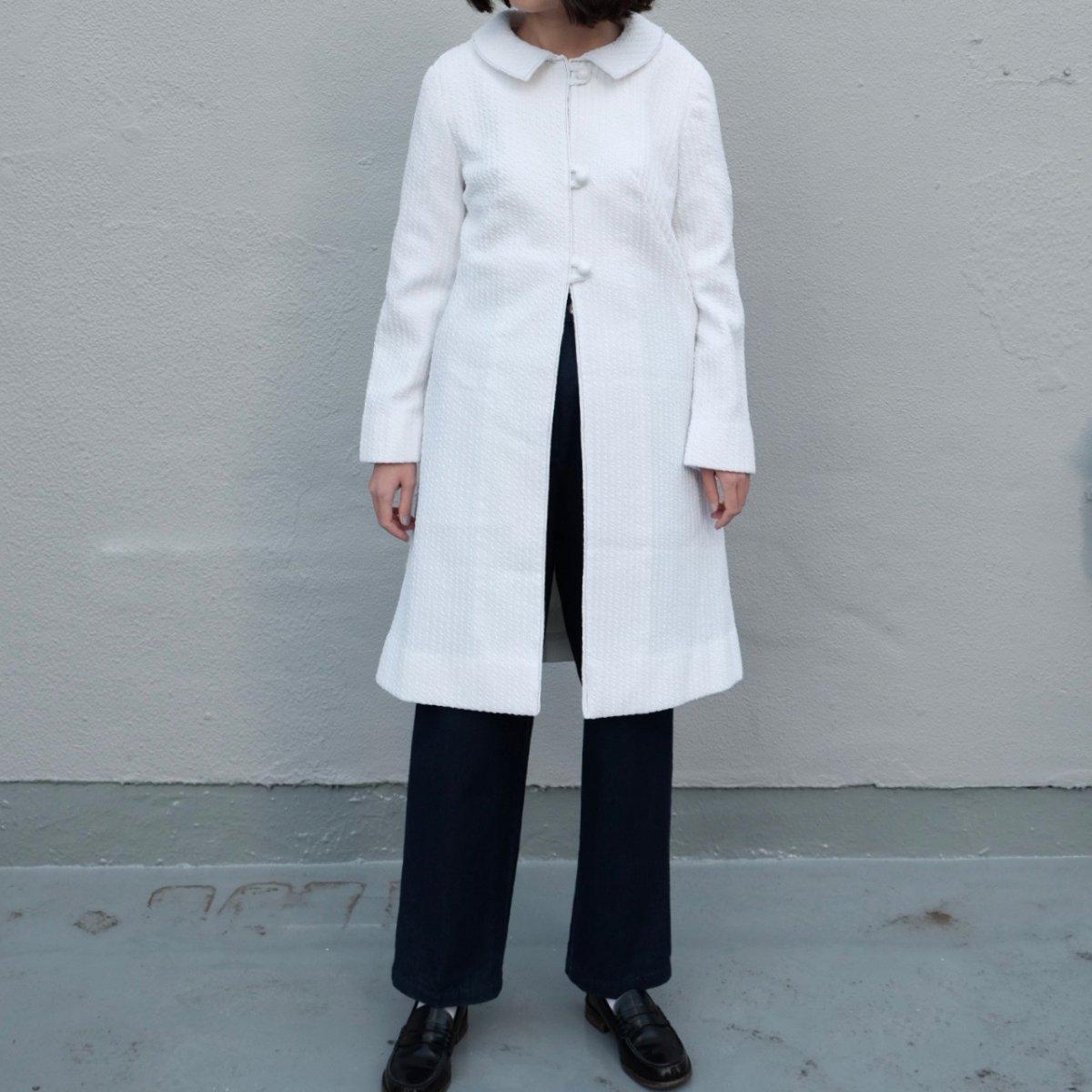 Snow white ribbed spring coat