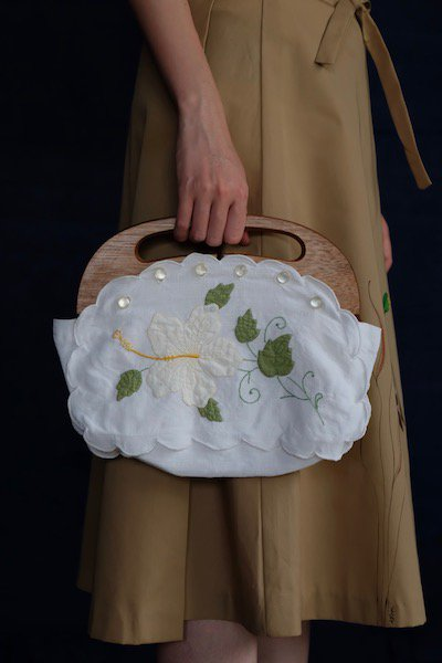 Flowers appliqued wooden handle bag