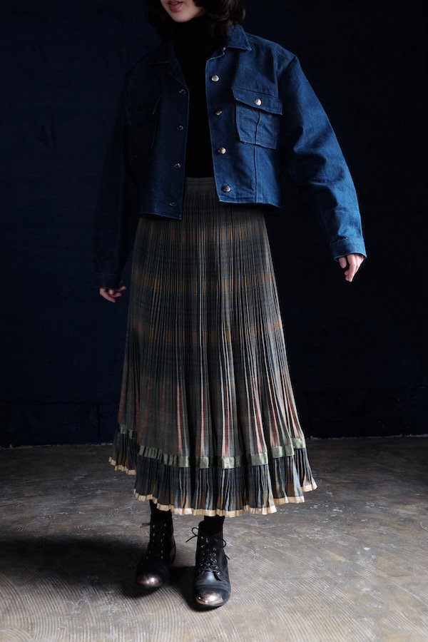 Plenty pleated skirt with golden accent