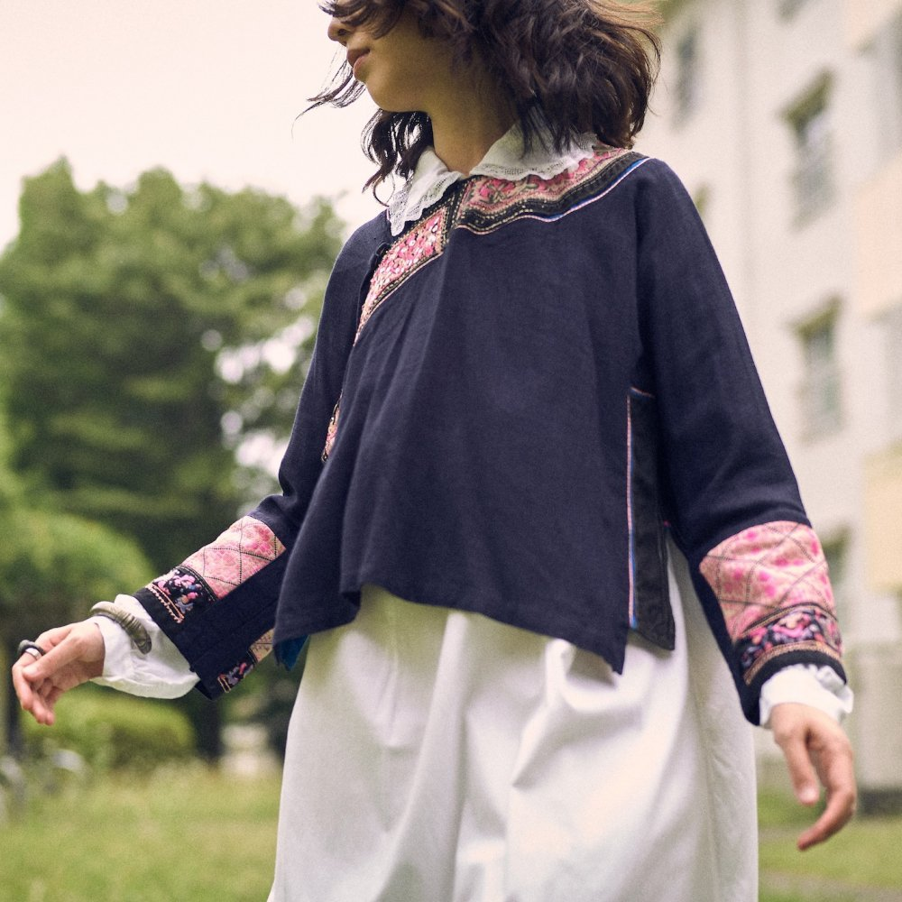[VINTAGE] Miao traditional embroidered blouse by Boinu