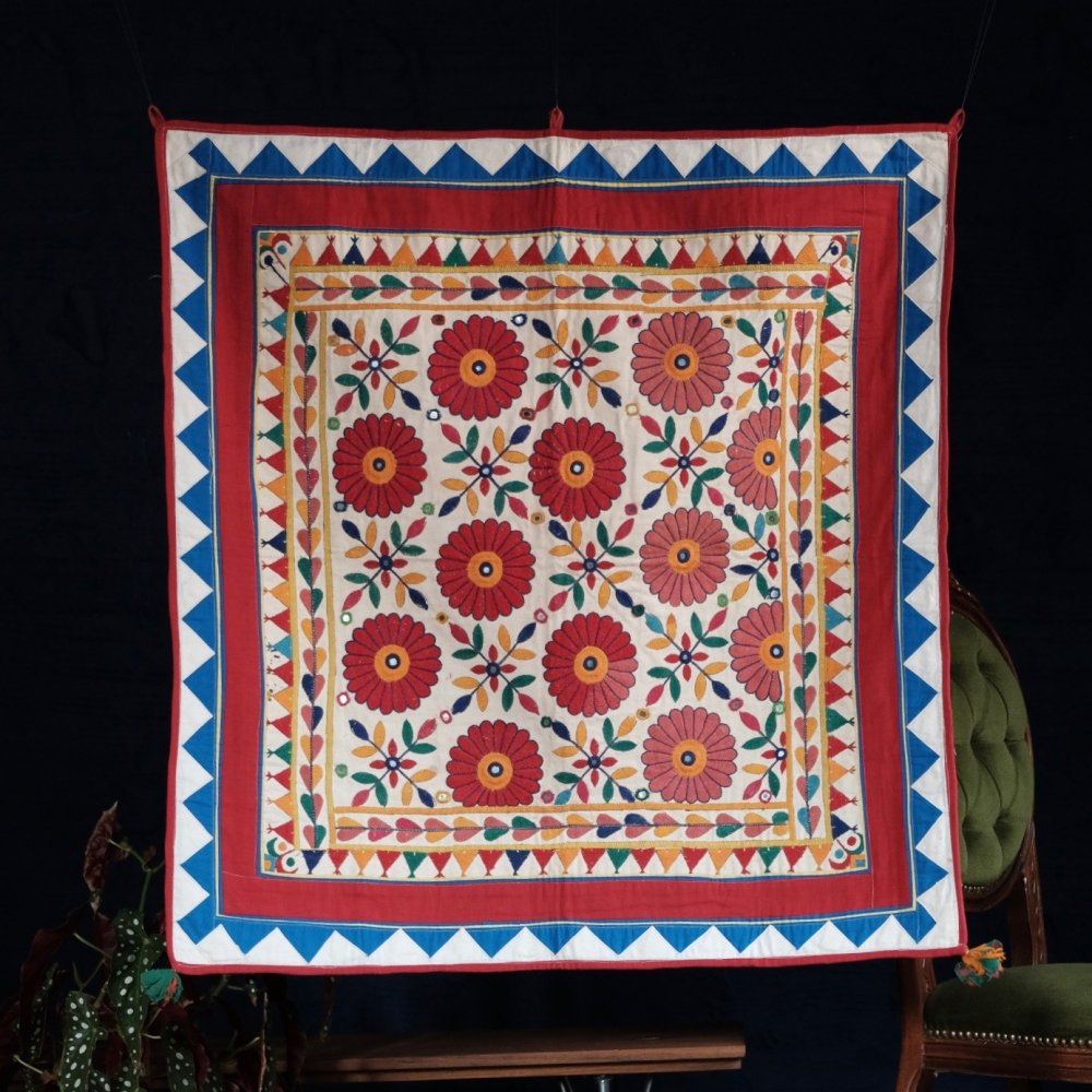 [VINTAGE] Indian Toran Textile with Red Daisy by Boinu