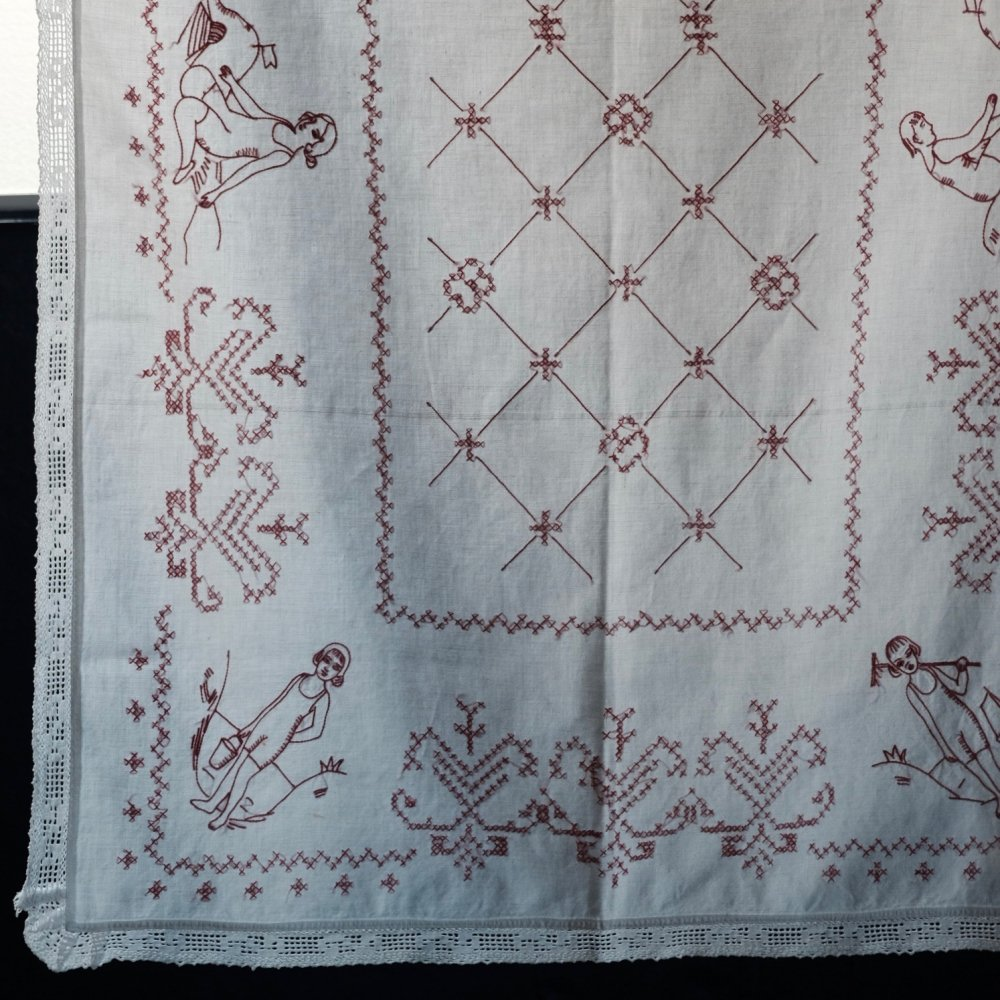 [VINTAGE] Hungarian Hand-embroidered Cloth