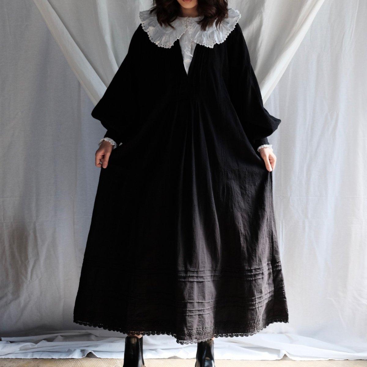[VINTAGE] Romanian new moon black dress
