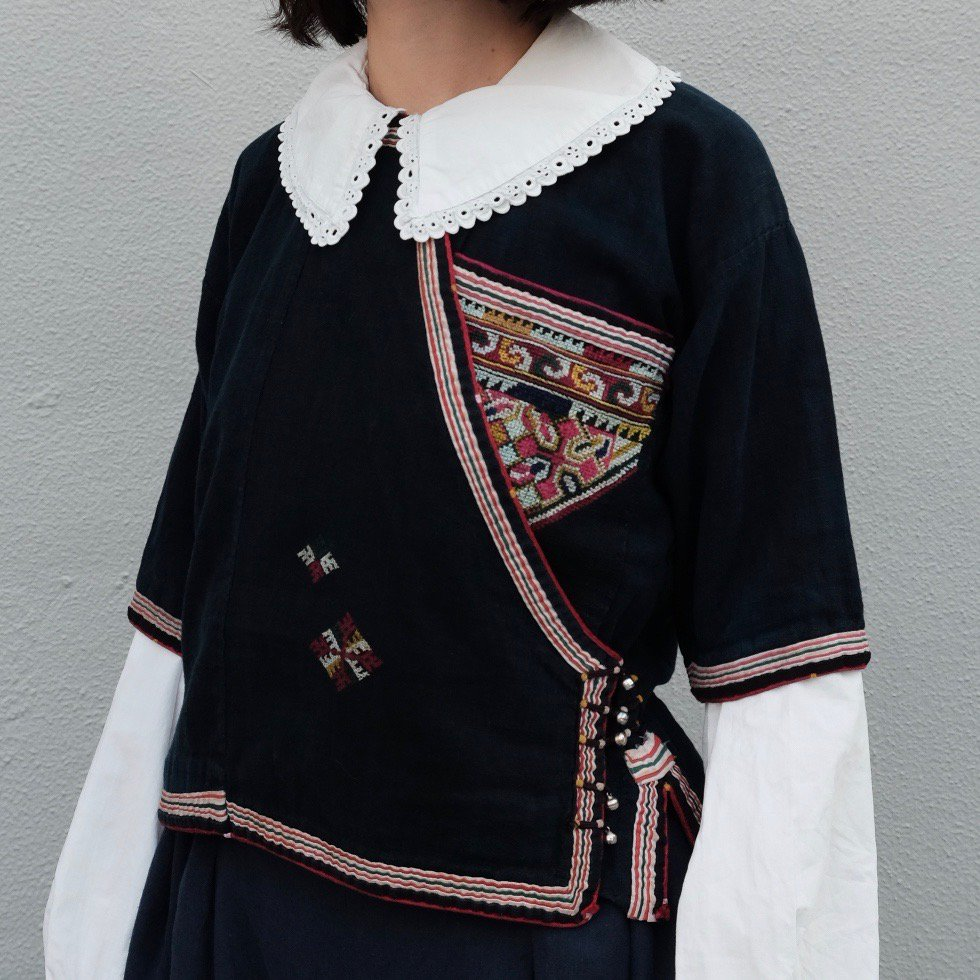 [VINTAGE] Yao People's Traditional embroidered Blouse by Boinu