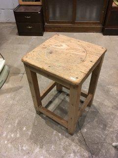 図工室の椅子B